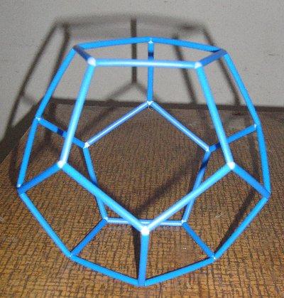 Dodecahedron yang saya buat mulai terlihar rumit, ya kan?